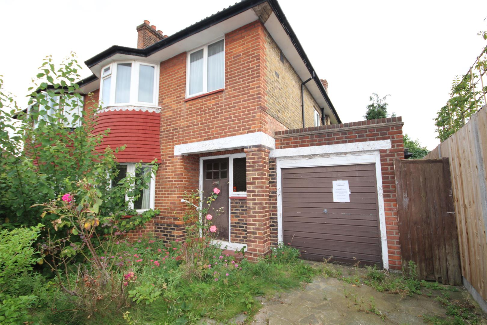 3 Bedrooms Semi Detached House for sale in Strelley Way, London